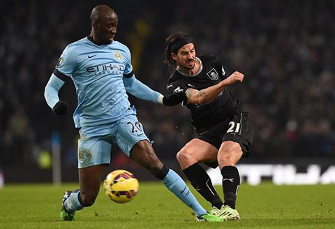 Man City 2-2 Burnley Pellerini do toi cho trong tai va Giang sinh hinh anh