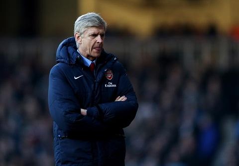 HLV Wenger cua Arsenal muon FA trung phat cac cau thu an va hinh anh