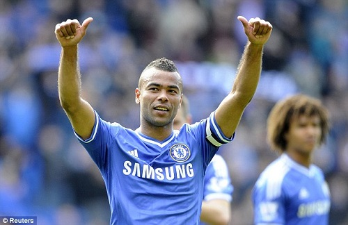 Tuong lai Ashley Cole bat dinh, co the cap ben MLS hinh anh