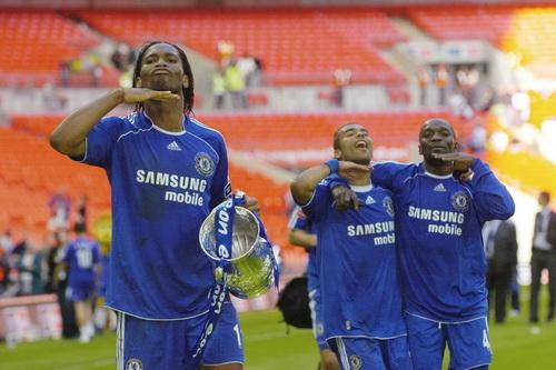 Man an mung la mat cua Drogba cung Ashley Cole va Makelele khi danh bai Man Utd de gianh chuc vo dich FA Cup nam 2007