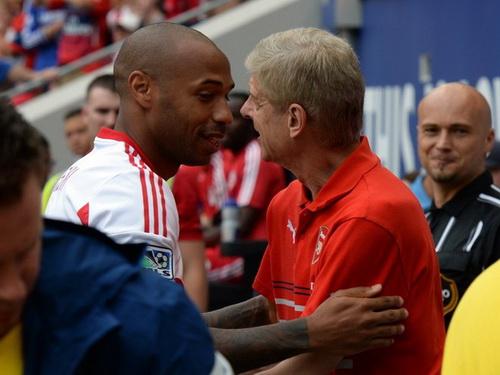 Henry san sang thay the thay cu Wenger dan dat Arsenal hinh anh