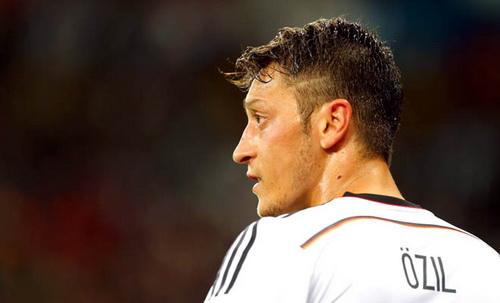 tien ve Mesut Ozil khong xung dang gop mat trong doi hinh tuyen Duc hinh anh