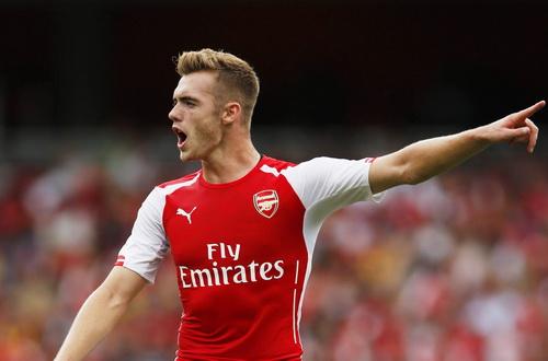Hau ve Calum Chambers sap roi Arsenal hinh anh 2