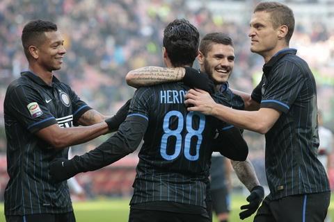 Inter Milan 3-1 Genoa Ngay cua Vidic va Podolski hinh anh