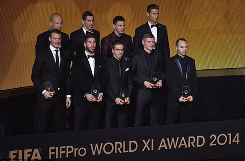 Doi hinh xuat sac nhat nam 2014 Robben, Messi, Ronaldo deu co mat  hinh anh