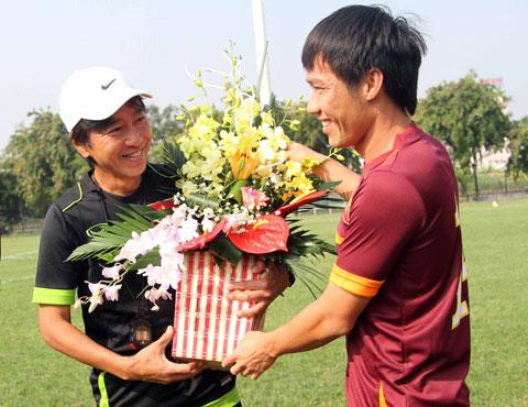 HLV Miura, BLV Anh Ngoc va Tan Tai bau QBV FIFA 2014 cho ai hinh anh