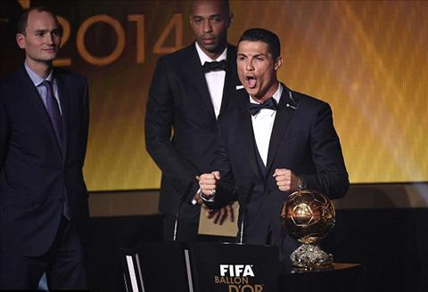Lewandowski hoi han vi da bo phieu cho Ronaldo hinh anh