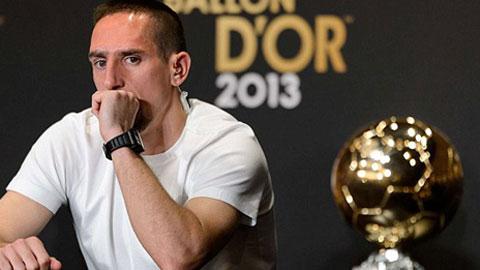 Douglas Costa duoc dua ve khong phai de thay the Ribery
