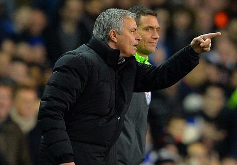 HLV Mourinho lai co phat bieu mang y miet thi trong tai hinh anh