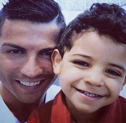 Tiet lo Con trai cua Ronaldo than tuong Messi hinh anh