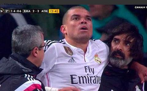 Real vs Atletico Pepe va Griezmann qua dem trong benh vien hinh anh
