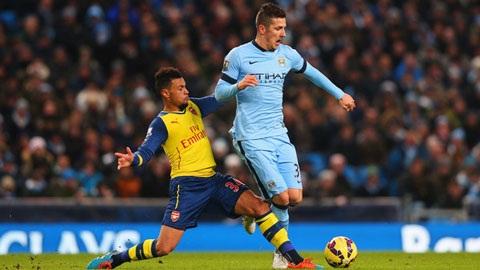 Coquelin thi dau an tuong trong tran Man City vs Arsenal hinh anh 2