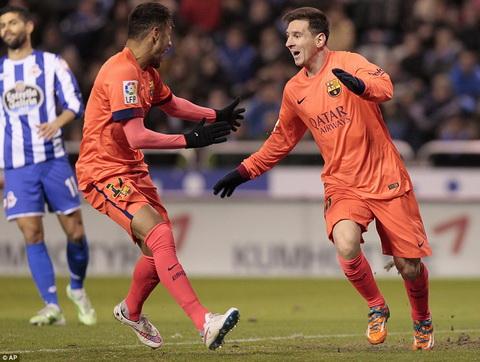 Messi thang Ronaldo, Barca tiep tuc bam sat Real hinh anh