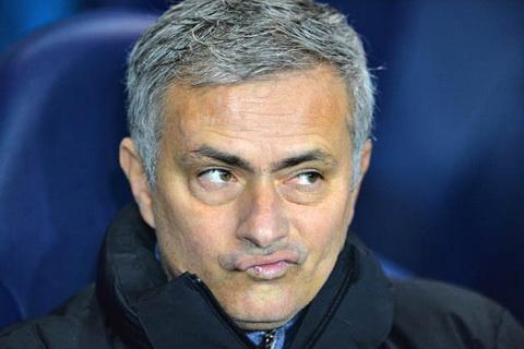 Du am Tottenham vs Chelsea Mourinho chi trich trong tai hinh anh