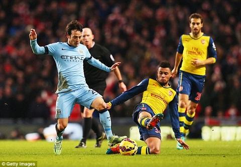 Tai nang tre cua Arsenal duoc giu chan sau khi toa sang ruc ro hinh anh