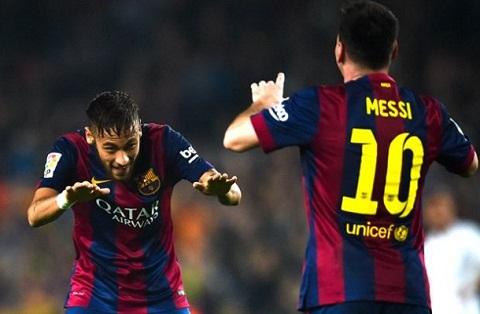 Suarez chua the toa sang tren hang cong Barca hinh anh 2