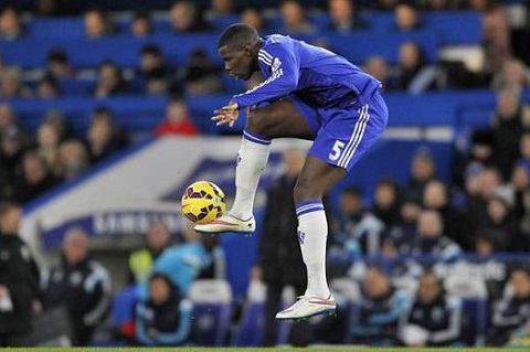 HLV Mourinho ly giai su thay doi trong doi hinh Chelsea hinh anh