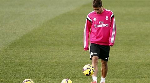 Real Madrid vs Sociedad Kaka moi ra mat Ken ken hinh anh