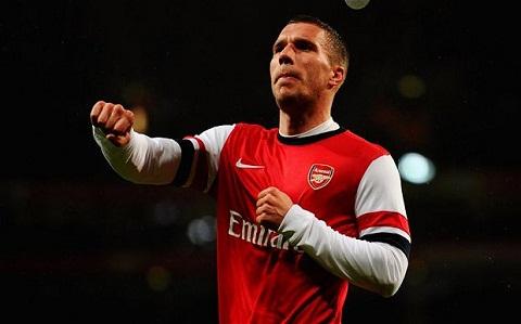 Podolski sang Inter nhung van cam on CDV Arsenal hinh anh