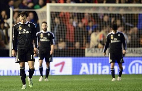Video ban thang Valencia 2-1 Real Madrid (Vong 17 La Liga) hinh anh