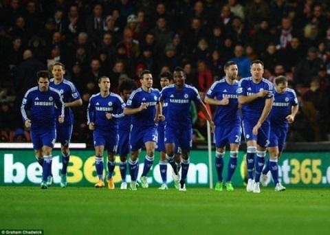 Chelsea vo dich luot di va bai hoc tu Arsenal hinh anh