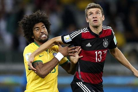 Bayern luc duc noi bo Trung ve Dante doi tan Thomas Muller vi thoi dua dai hinh anh