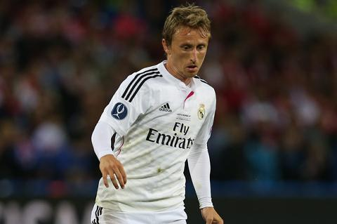 Real Madrid chao don su tro lai cua nhac truong tuyen giua hinh anh