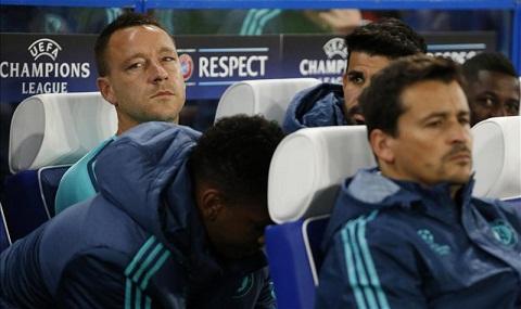 Day ai Terry, Mourinho doi mat voi con thinh no cua cac cau thu va CDV hinh anh