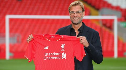 Sir Akex lo so khi HLV Juergen Klopp dong y dan dat Liverpool hinh anh