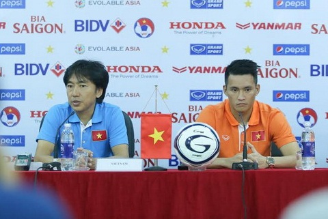 Hop bao tran Viet Nam vs Thai Lan tai vong loai World Cup 2018 hinh anh