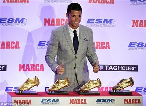 Ronaldo chinh thuc nhan giai Chiec giay vang lan thu 4 hinh anh 2
