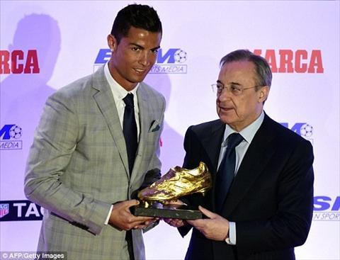 Ronaldo chinh thuc nhan giai Chiec giay vang lan thu 4 hinh anh 3