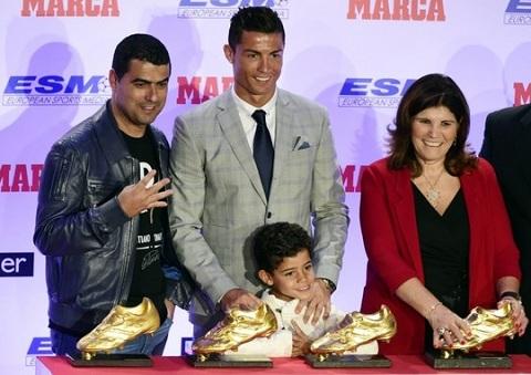 Me Ronaldo dien tiet vi chau noi phat cuong Messi hinh anh