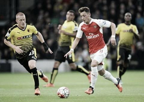 Arsenal ung dung ban ha tan binh Watford nho niem cam hung kep Alexis - Ozil hinh anh 3