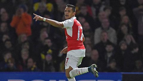 So MU nhom ngo, Arsenal sap troi chan tien dao Sanchez hinh anh