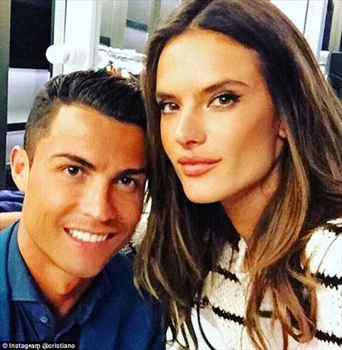 Ngoi sao Ronaldo va thien than Victoria's Secret dinh voi nhau lam nhiem vu toi mat hinh anh