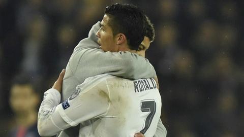 Ngoi sao Ronaldo bi fan cuong tan cong tai Champions League hinh anh
