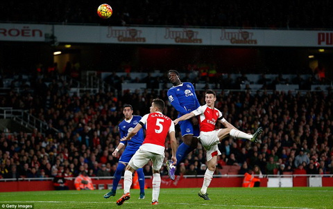 Du am, binh luan tran dau Arsenal vs 2-1 Everton vong 10 NHA 2015 hinh anh 4