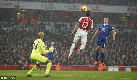 Hau Arsenal 2-1 Everton Co mot Phao thu thuc dung hinh anh