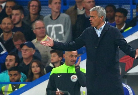 Mourinho lon tieng chi trich trong tai vi khong thoi phat den cho Chelsea hinh anh