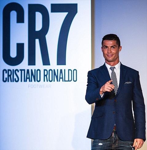 Ban ron truoc them Euro, Ronaldo van kip ra mat thuong hieu giay CR7 hinh anh