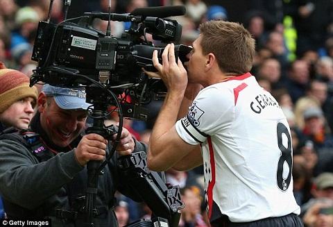 Tien ve Steven Gerrard tiet lo ke hoach giai nghe hinh anh