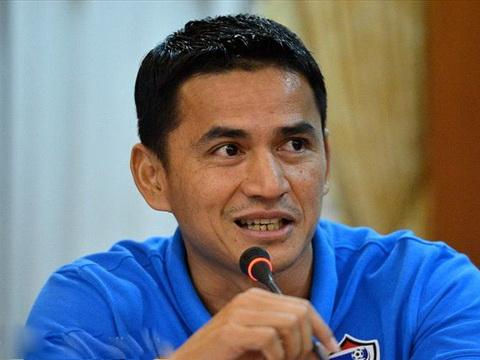 HLV Kiatisak ngan thay tro HLV Miura sau tran Viet Nam 1-1 Iraq hinh anh