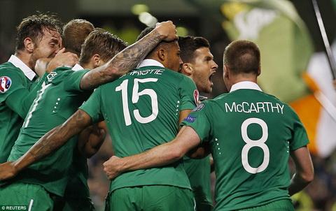 Ireland 1-0 Duc Thua dau, nha DKVD the gioi chua the co ve du VCK Euro 2016 hinh anh