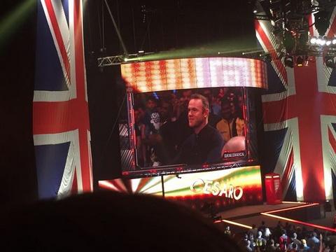 Wayne Rooney xuat sac ha guc do vat cua WWE chi bang  mot cu tat hinh anh