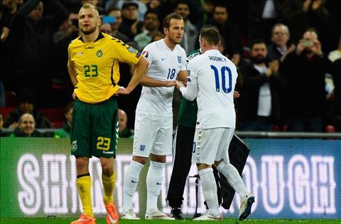 Wayne Rooney len tieng sau khi bi HLV Roy Hodgson loai boi phong do hinh anh