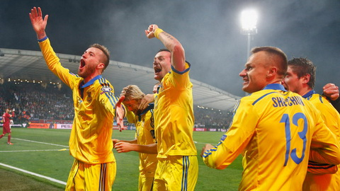 Duong den Euro 2016 cua DT Ukraine Suy yeu vi bat dong noi bo hinh anh