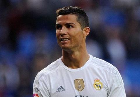 Ronaldo ra toi hau thu cho Real Hoac toi, hoac Benitez! hinh anh