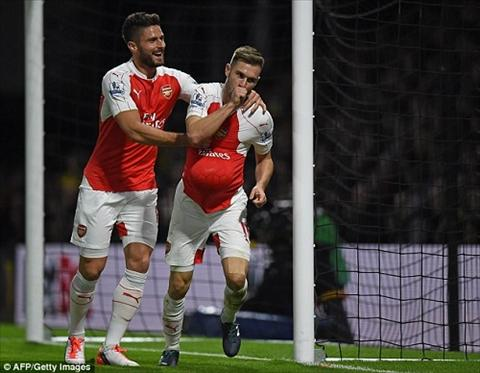 Tien ve ngoi sao Arsenal don bung mut tay chao don quy tu dau long hinh anh 3