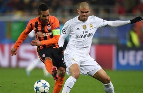 HLV Rafael Benitez hai long ve tran dau Shakhtar 3-4 Real Madrid hinh anh